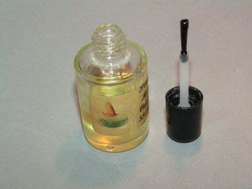 Jeg bruger en pensel til at på smøre lakken med, for det er det nemmeste at styre.